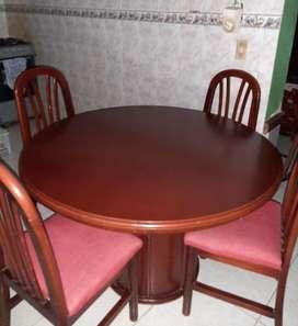 Juego de comedor con sus 4 sillas perfecto estado