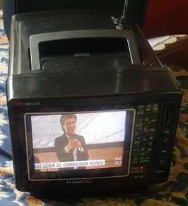 VENDO TV de 5 A COLOR con radio y video