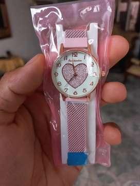 En amor y amistad regala este hermoso reloj