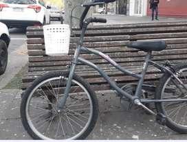 se venden 3 bicicletas de niñas