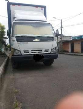 Camión de 5.5 toneladas en excelente condiciones, con puesto de trabajo