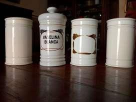 Frascos antiguos de farmacia (4) en porcelana completos. (Cód. 111)