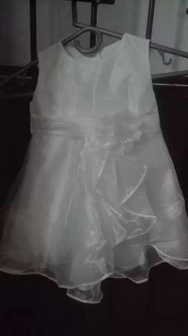 Vendo vestido de bautizó  talla 24-meses buen estado