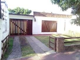 Venta casa con  terreno parquizado