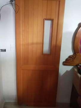 Vendo puerta de madera para cosina  unas lamparas  y lavaplatos acero imnosidable de dos metros con poseta y griferia