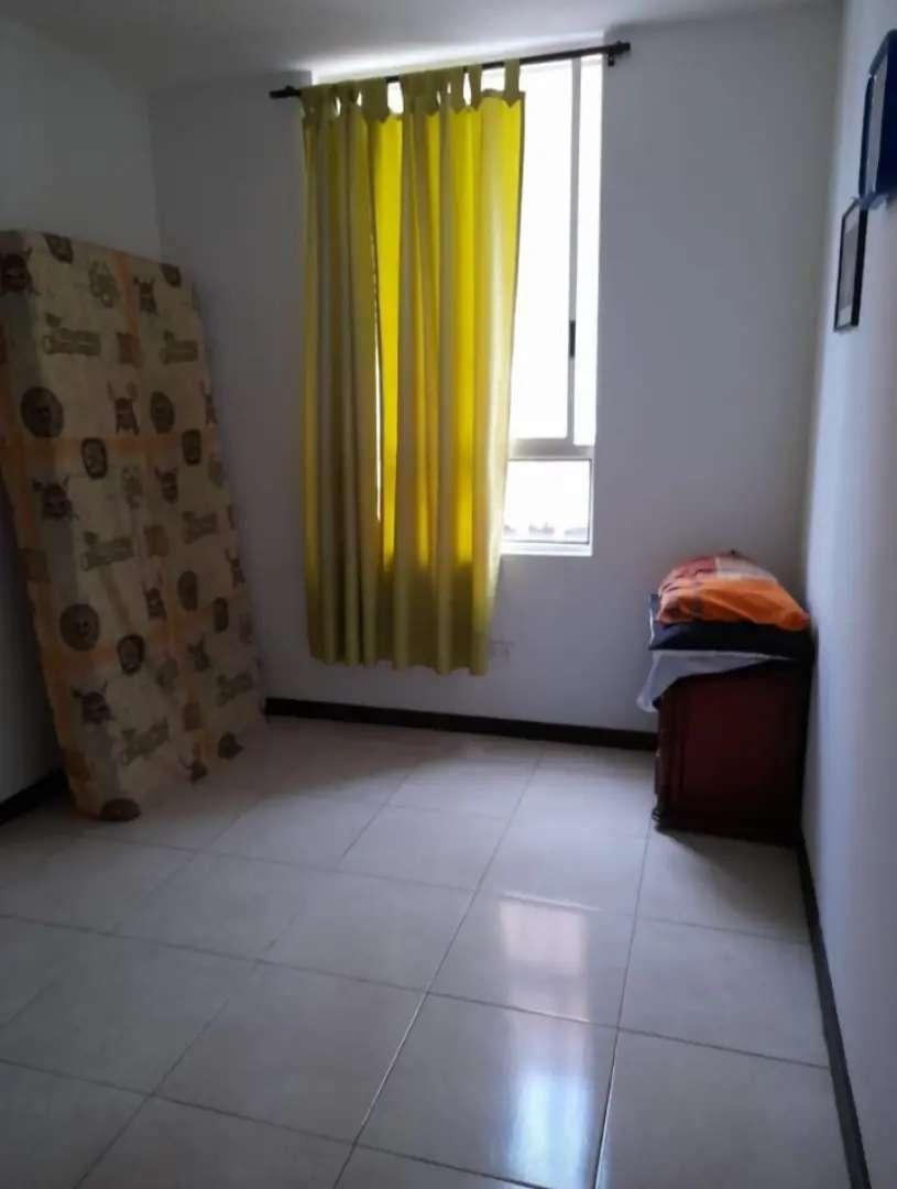 Se arrienda habitación con clóset en conjunto cerrado para una persona hombre o mujer que estudie o trabaje. 0