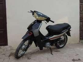 Vendo moto en buen estado, con todos los papeles modelo 2012