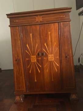 Mueble de madera de vitrola antiguo