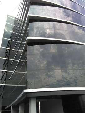 OFICINA GRIS EDIFICIO PLUS  OLGUIN OF 207 135M2 3 COCHERAS US$ 320,569