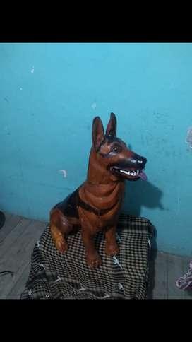 Perro tallado en madera