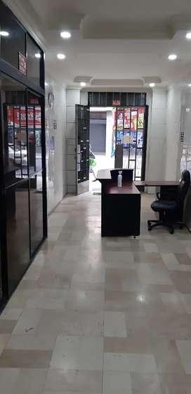Vendo oficina remodelada totalmente. Centro.Tercer piso 2 ascensores.A pocas cuadras de la Av. 9 de Octubre. Guardiania
