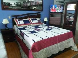 Una alcoba Deco completa sin tablado incluye cama 2 mesas de noche 1peinador con diván y espejo 1 semanario