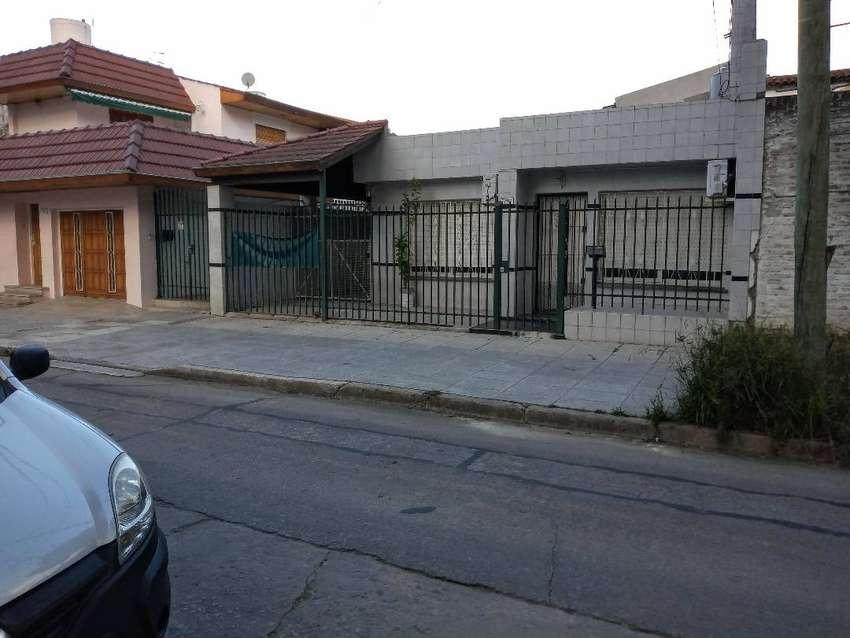Casa 4 ambientes con patio y cochera doble en Capital Federal 0