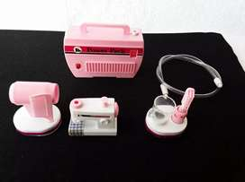 Mini set de maquina de coser, cepillo dientes eléctrico y secador. 1982