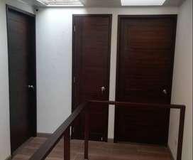 Puerta. Puerta en madera entamborada, Puerta en madera.