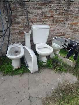 Inodoro, bidet , y pileta lavamanos con pie y espejo