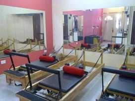 Camas de pilates reforzadas.