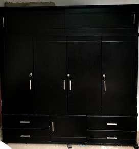 Armario 4 puertas en buen estado color negro.