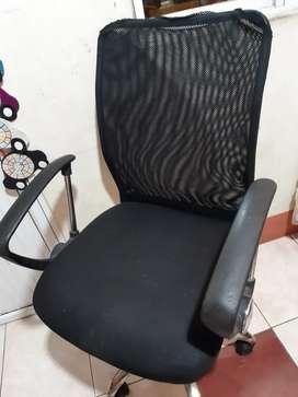 Vendo una silla de compu semi nueva