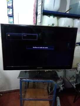 """Vendo tv LED de 32 """" en exelente estado"""