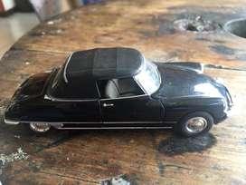 Carro de coleccion citroen ds 19 cabriolet