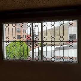 Vendo ventanas, con vidrio y   rejas