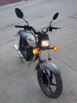 Moto barata papeles al día recién sacados los dos altiempo moto en perfecto estado negociable