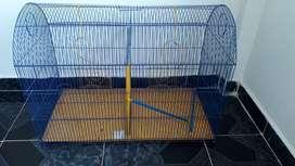 Se vende jaula en muy buen estado super econmica La jaula cuenta con una malla para dividirla en dos o en una sola