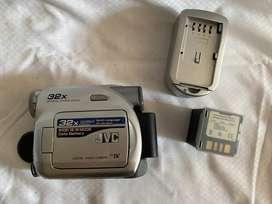 Videocamara JVC GR D350U