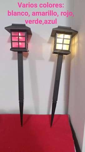 Lámparas solares de jardín.
