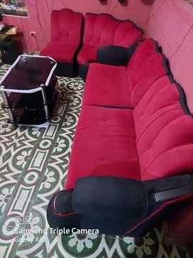 Muebles y mesa de centro