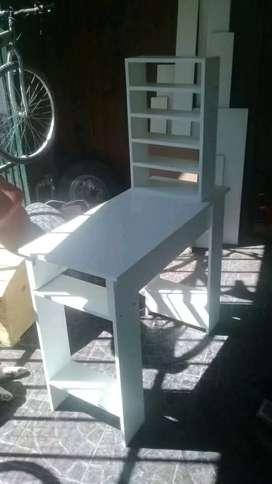 Mesa de manicura nueva con porta esmaltes