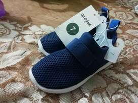 """Zapatos Cat & Jack """"Nuevos"""" talla 7"""