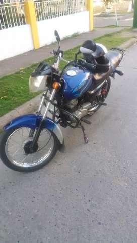 Ce vende moto en excelente estado todo le funciona tiene seguro asta el año que viene