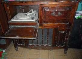 Mueble de combinado antiguo de estilo