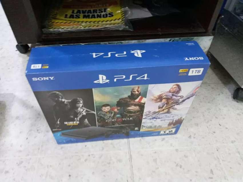 Play  4 sellada nueva 3 juegos 1 control 0