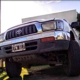 """Fierro"""" Toyota Hilux 2004 - 4x2 - cab doble"""