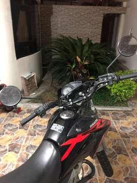 Se vende motocicleta honda