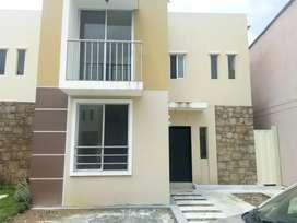URB Arboletta/ Casa de Estreno en alquiler/ 4dormitorios/ CC El Dorado