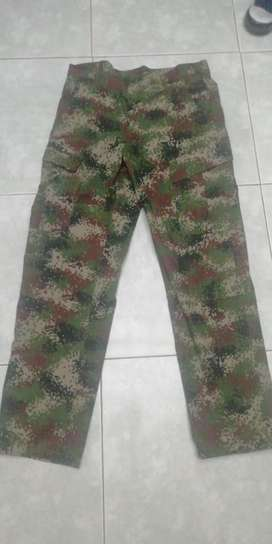 vendo pantalones camuflados