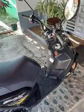 Vendo moto placas de tulua , se entrega con seguro y tecno nuevos