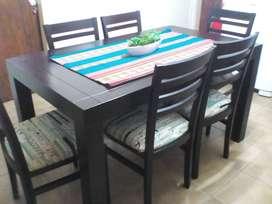 Juego de mesa rectangular con 6 sillas. GENOUD