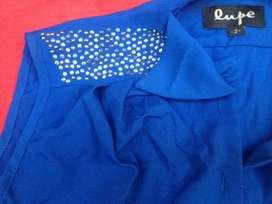 Camisa lupe con tachitas, strass sin manga, re original
