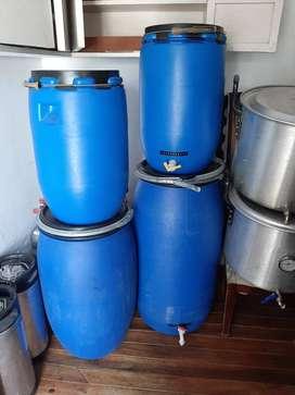 Tanques en plástico de 65 a 160 litros