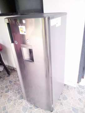 Nevera LG con dispensador de agua