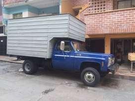 Camion a gasolina, motor 318, dirección mecanica, no tiene SOAT ni Tecno-mecanica, impuestos al dia, muy bien enllantado