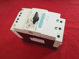 Guardamotor Siemens 57 a 75 amperios 3RV10414KA15 protección contra sobrecarga y corto circuito