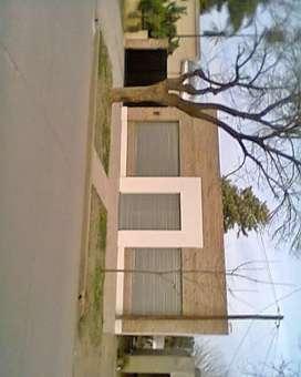 Salon 90 m2 con terreno 10 x 25 San Gregorio