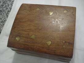 Caja de madera incrustaciones bronce Suiza cigarros
