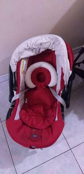 Coche de bebé marca Chicco usado